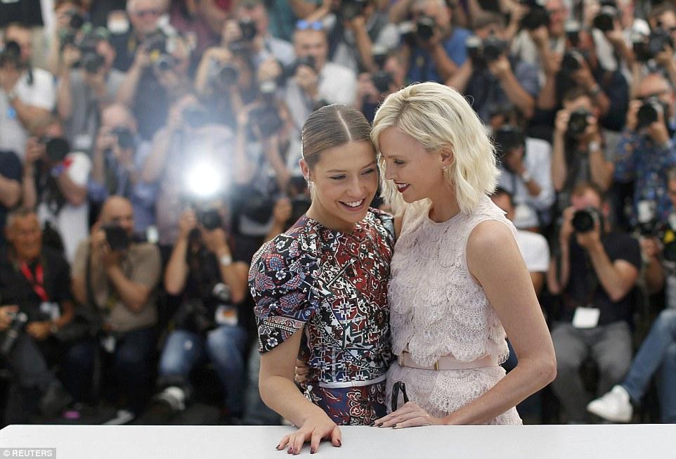 charlize e adele Cannes 69