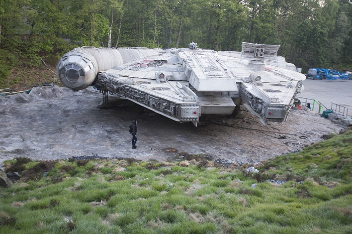 star wars 8 millennium falcon