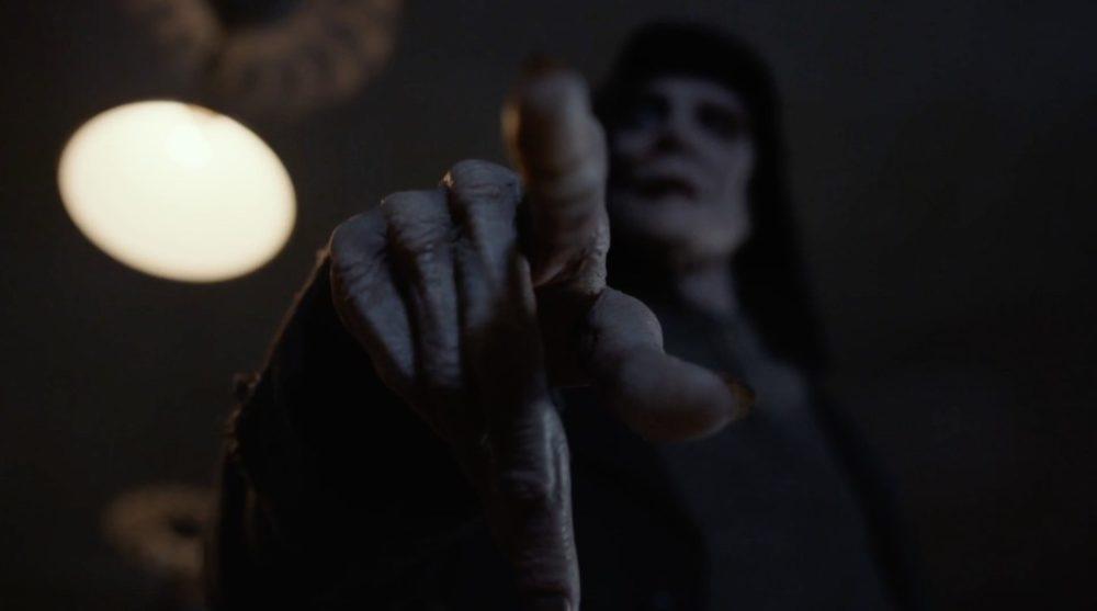 Douglas Smith protagonista del terrificante full trailer dell'horror Bye Bye Man
