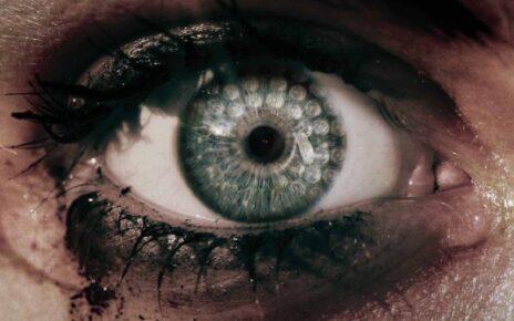Bella Thorne protagonista del trailer di Keep Watching, l'horror diretto da Sean Carter