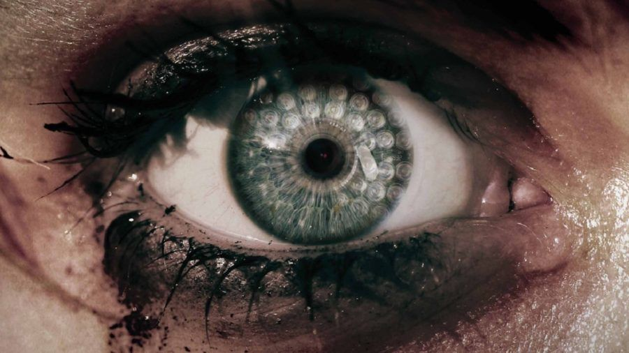 Bella Thorne protagonista del trailer di Keep Watching, l'horror diretto da Sean Carter