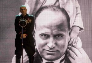 Sono Tornato, il nuovo film di Luca Miniero sul ritorno di Mussolini