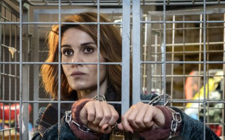 Paola Cortellesi è la Befana nel trailer di La Befana vien di notte