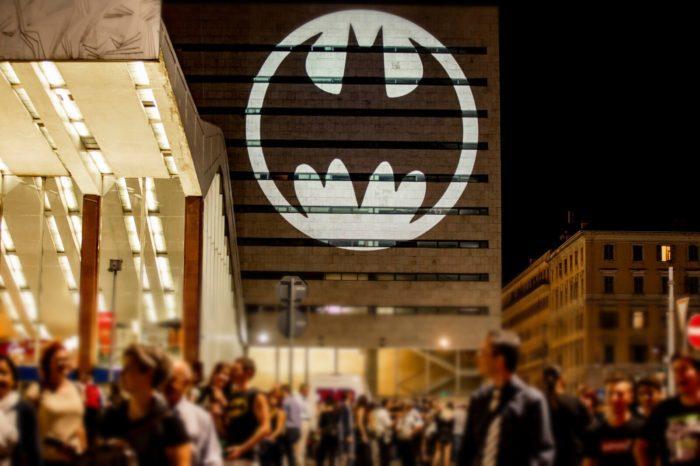 [Batman Day] Il Bat-Segnale illumina tante città nel mondo