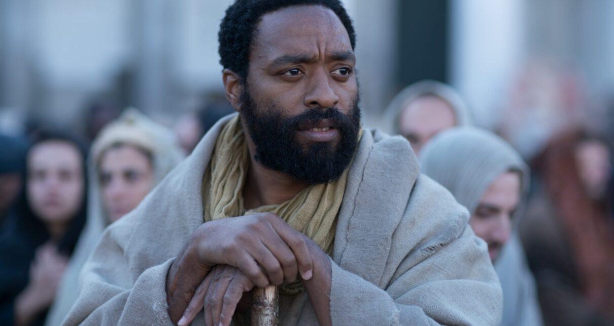 Chiwetel Ejiofor in l'uomo che cadde sulla Terra