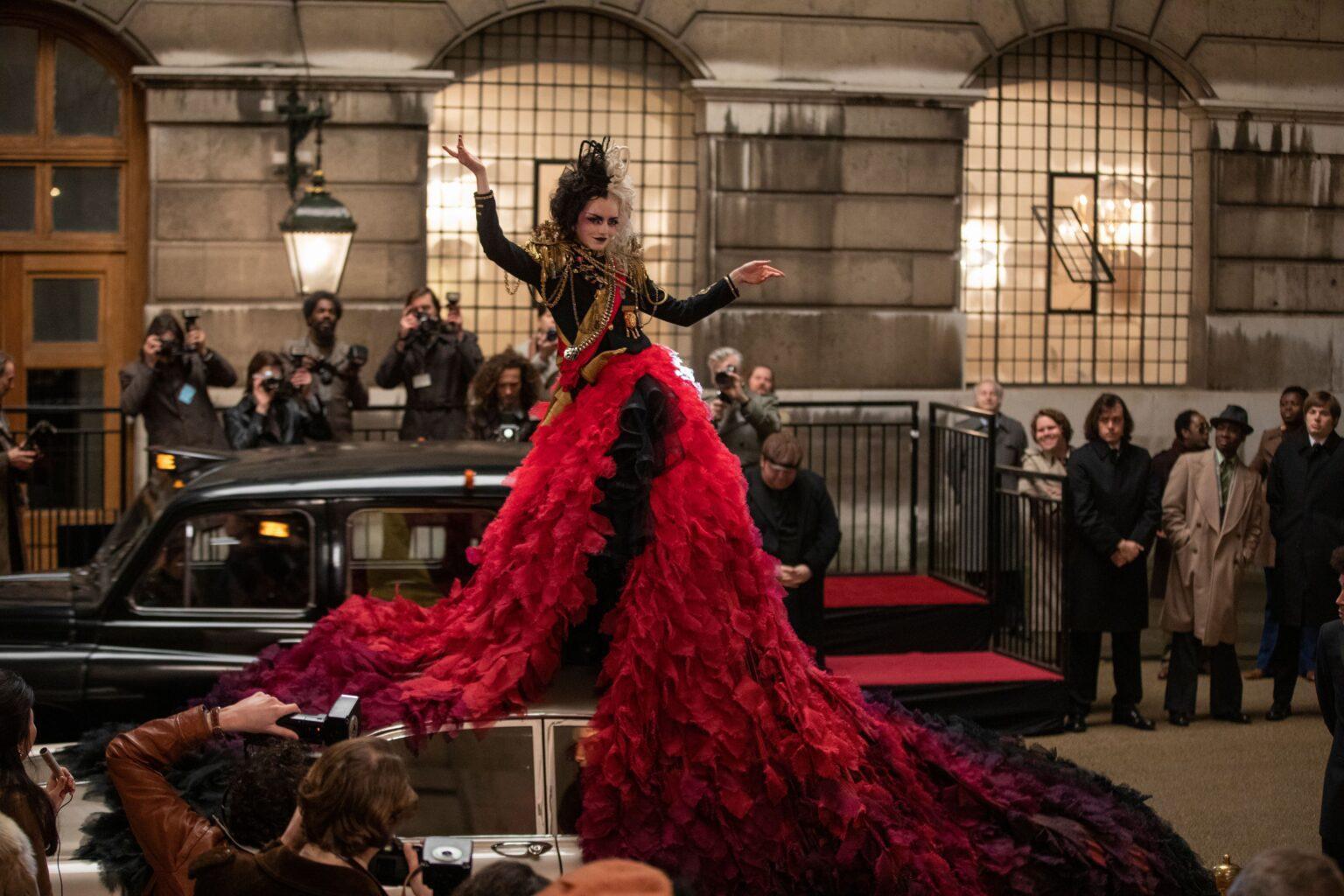 Crudelia: il trailer dei Grammy e foto inedite dal film con Emma Stone